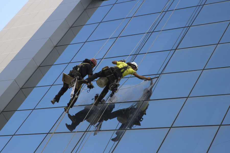 Window Washers on a skyscraper