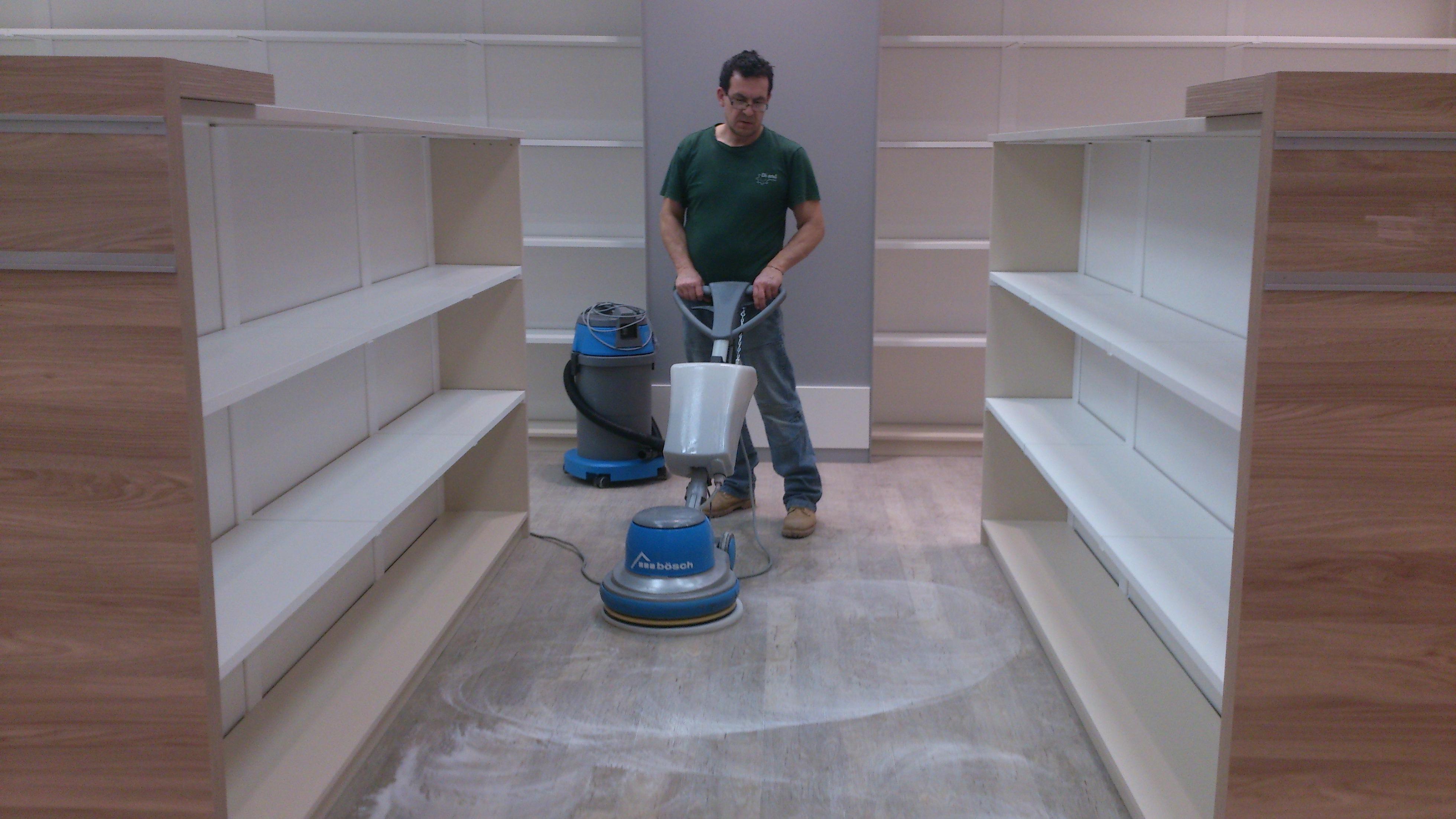 Postavebné strojové čistenie podlahy